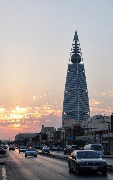 Al-Faisalia Tower in Riyadh, Saudi Arabia - Best place for 'coffee in the sky'