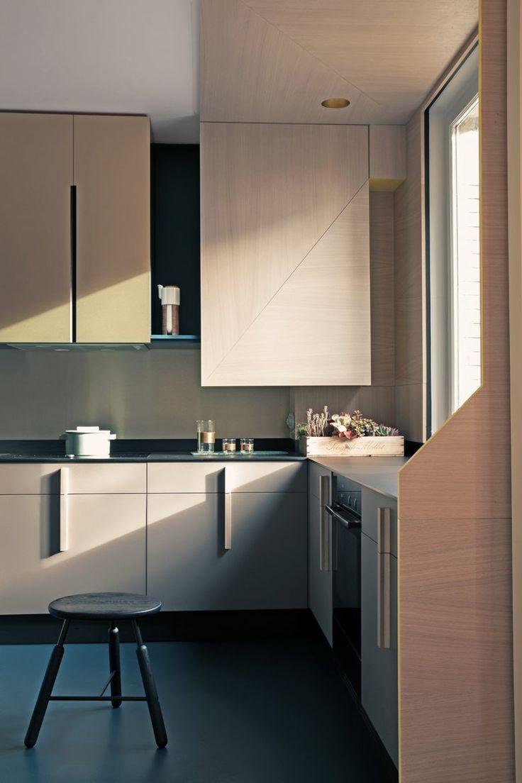 10/02/2016 - L'appartamento ristrutturato da Andrea Marcante e Adelaide Testa, dello studio torinese UdA, si trova all'int