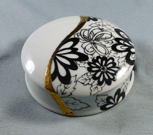 Black&White Round Box 2 - 03.2011.JPG