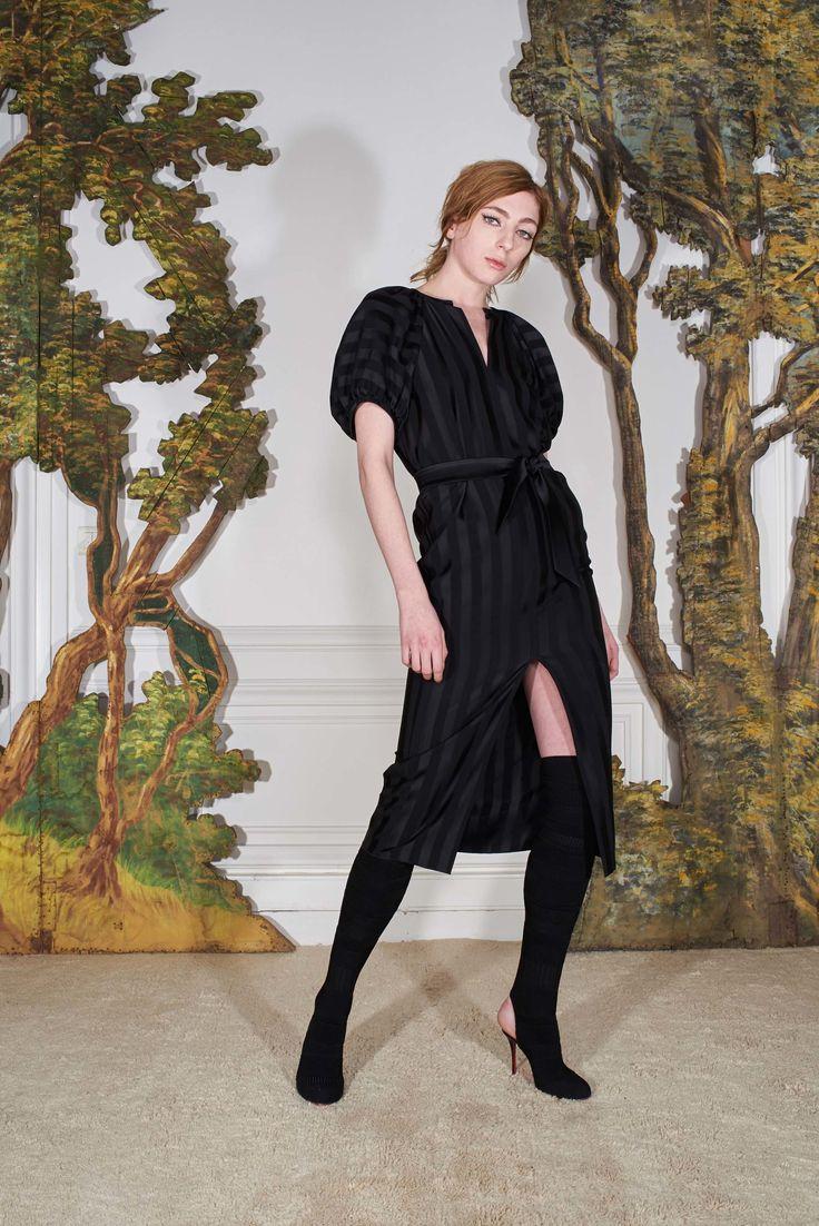Martin Grant Fall 2017 Ready-to-Wear Collection Photos - Vogue (Balloon Sleeve Dress)