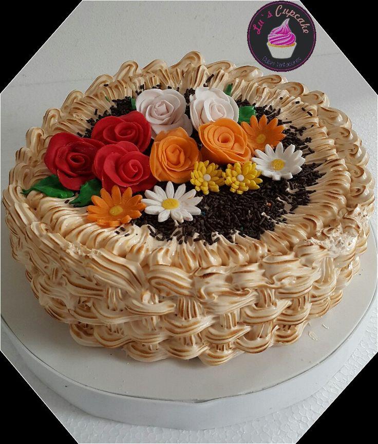Canasta de flores, merengue italiano, flores en #wilton deli deliii