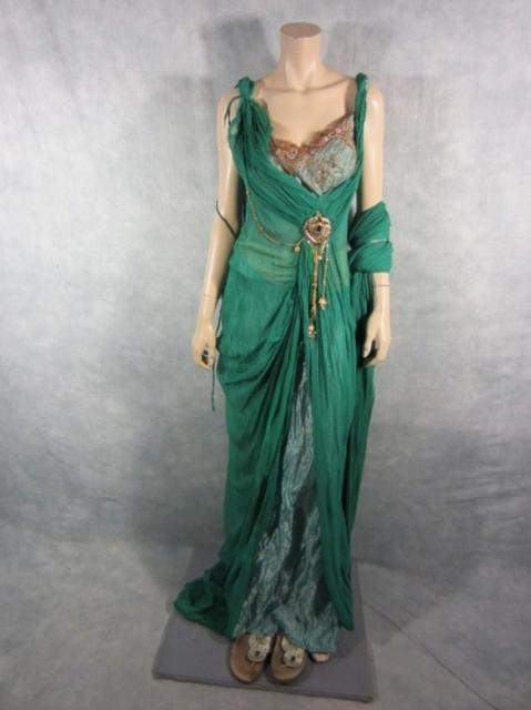 Spartacus lucretia lucy lawless screen worn roman gown slip & sandals ep 109 coa