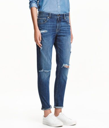 Denim blue/distressed. CONSCIOUS. 5-pocket, ankle-length jeans in washed, stretch denim with distressed details. Slightly looser fit with a regular waist