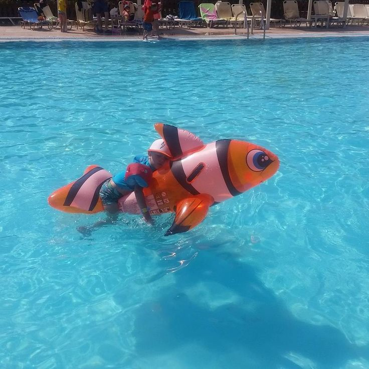 Our baby guests have fun by the pool at our waterpark, here young @princeigorvincent plays with his floating fish! #greece #greekisland #familyholidays