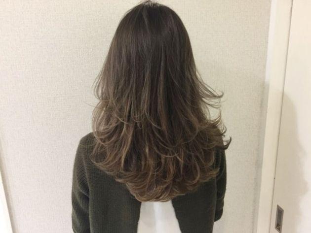 """巻き髪スタイリングに必須のアイテム「カールアイロン」!通称""""コテ""""!これを使う、パーマのような自然なふんわりゆる巻きヘアの作り方を…"""