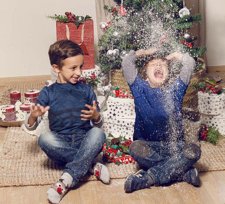 ¿Preparados para ver sus caras de alegría al ver los regalos de reyes? #muymucho #regalos #alegría #magia #navidad #niños #familia #decoración #nieve #árbol #cajas