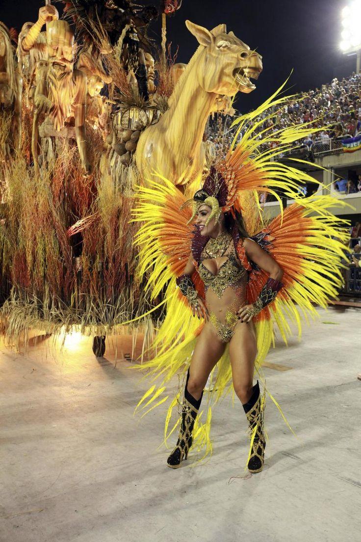 CARNEVALE 2016: ECCO LE FOTO DA TUTTO IL MONDO DI QUESTE ORE DI FESTA, LUCI E COLORI  www.meteoweb.eu  #carnival #carnevale #2016 #mondo #colori #maschere #costumi