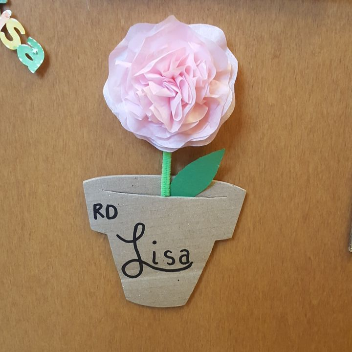 lisaannalexander:  Flower pots made out of cardboard boxes for door decs. 7th floor oakland you nailed it! #umdreslife #reslife #doordec #doordecs