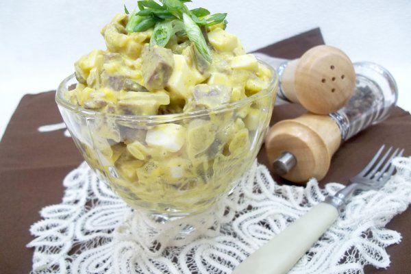 Салат с сердцем, яйцами и луком https://citywomancafe.com/cooking/10/01/2018/salat-s-serdcem-yaycami-i-lukom