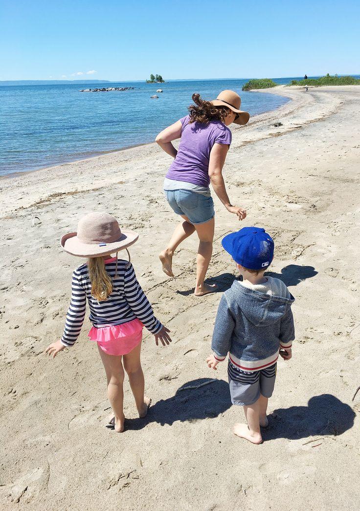6 ideas of fun beach games and activities to keep kids entertained for hours! Anna Georgianna Blog www.annageorgiann...