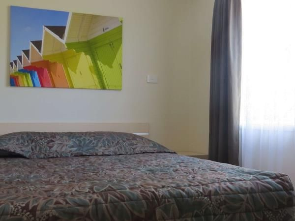 Riverview master bedroom at #BIG4Karuahjetty