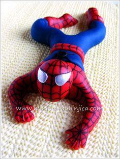 spiderman-de-fondant paso a paso