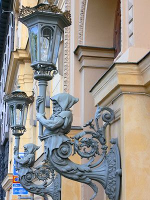 Google Image Result for http://www.farandfurther.com/pictures-of-sweden/statue-as-lamp-post.jpg