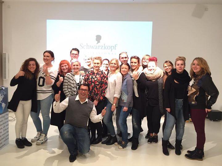 Expert of Colour Seminar in Hamburg: Grow My Colour Buizz- Tolle Gruppe: ich wünsche eEch alles Gute für Eure Prüfung