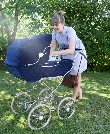 Vintage stroller I would so get one of these!!!