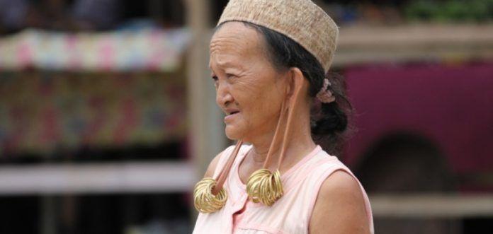 Telinga' Aruu', tradisi memanjangkan telinga masyarakat Dayak Kayaan.