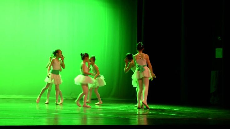 non sono bellissime? #danzaclassica per #bimbe ! info@spazioaries.it - 0287063326