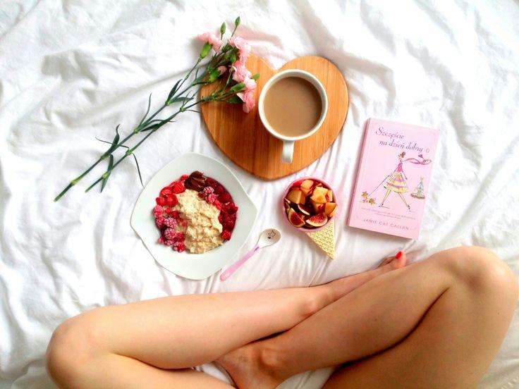 Niedzielne śniadanie: owsianka z musem z malin, malinami, figami, śliwkami, nutellą. No i nie mogło zabraknąć kawy i książki 😍❤💜 ---> Zapraszam moją stronę na fb https://m.facebook.com/eatdrinklooklove/ ❤  Sunday breakfast: oatmeal mousse with raspberries, raspberries, figs, plums, nutella. And could not miss coffee and book 😍❤💜 ---> I invite my page on fb https://m.facebook.com/eatdrinklooklove/ ❤