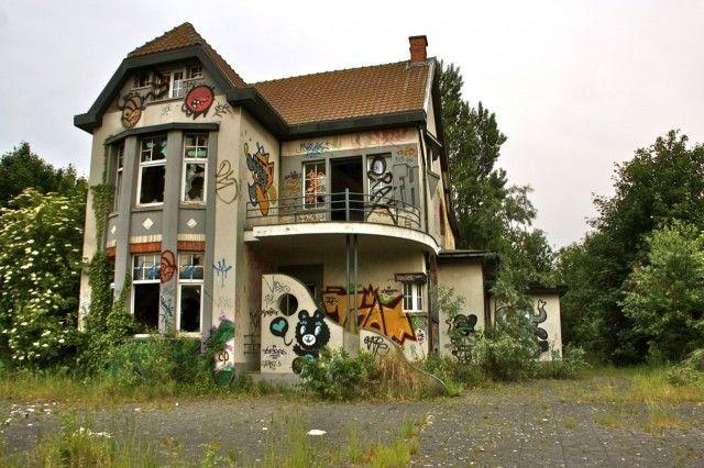 Hylätyt talot, autiot pihat