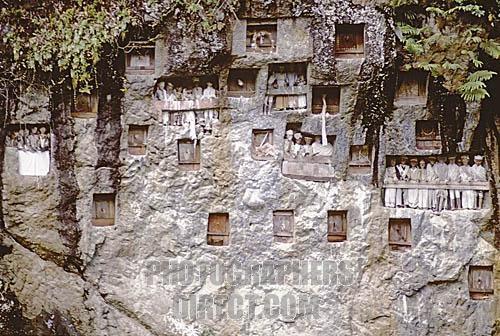 Toraja cliff mausoleum, Tana Toraja, Sulawesi.