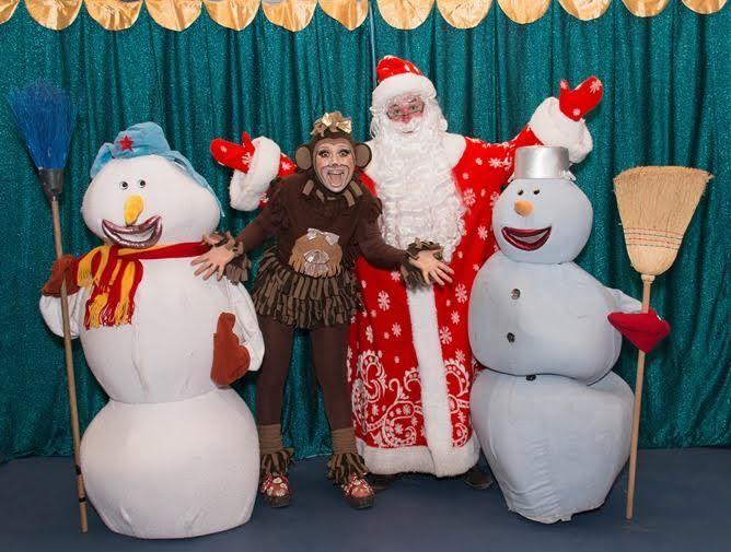 Приближается Новый год в Израиле! Хотите подарить вашим детям что-то по-настоящему волшебное, неожиданное, увлекательное и удивительное?  Тогда приходите на необычную, современную, экспериментальную Большую Новогоднюю Супер Ёлку на Острове Клоунов,ведь наступает Мартышкин Новый Год! Посетив «Супер-ёлку», вы окажетесь в настоящей стране чудес, полной превращений, сюрпризов и… больших оживших кукол!