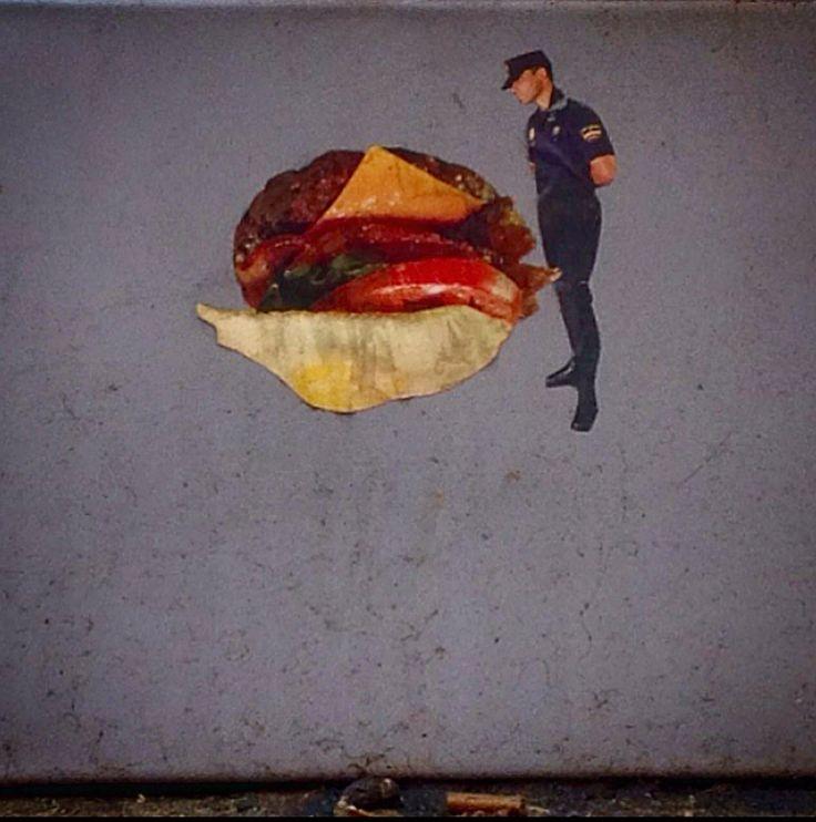 Collage de Fernando Ventura sobre pie de parquímetro. C/ Torrecilla del Leal.