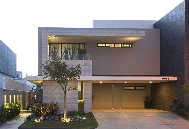 Una casa moderna con un interior realmente hermoso