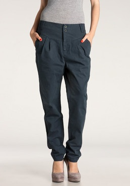 I love this updated mc hammer pant look but its seems very hard to pull off!