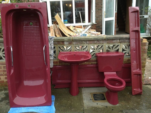 Bathroom deco ideas - Wine Red Burgundy Retro Bathroom Suite Decor Ideas