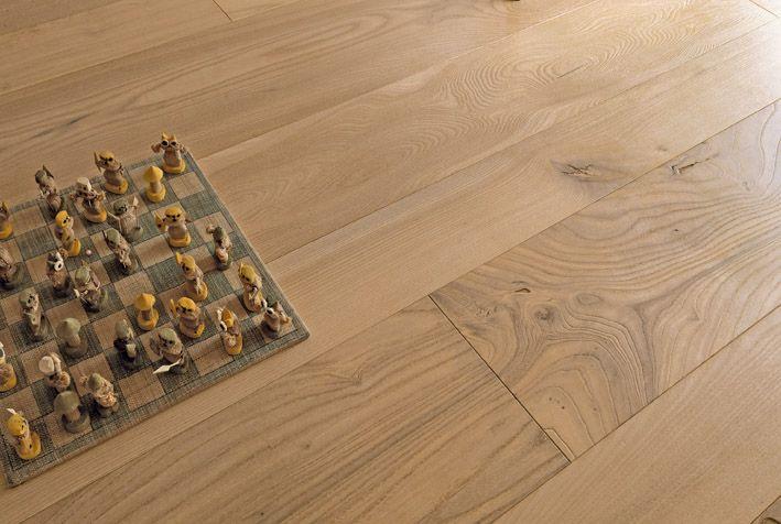 Pavimenti in legno - Olmo de Casera spazzolato verniciato effetto grezzo. #cadorin parquet @cadoringroup