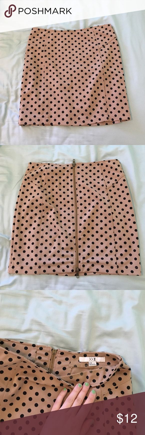 Polka dot skirt Cute and flattering, forever 21, size large, zips up the back Forever 21 Skirts