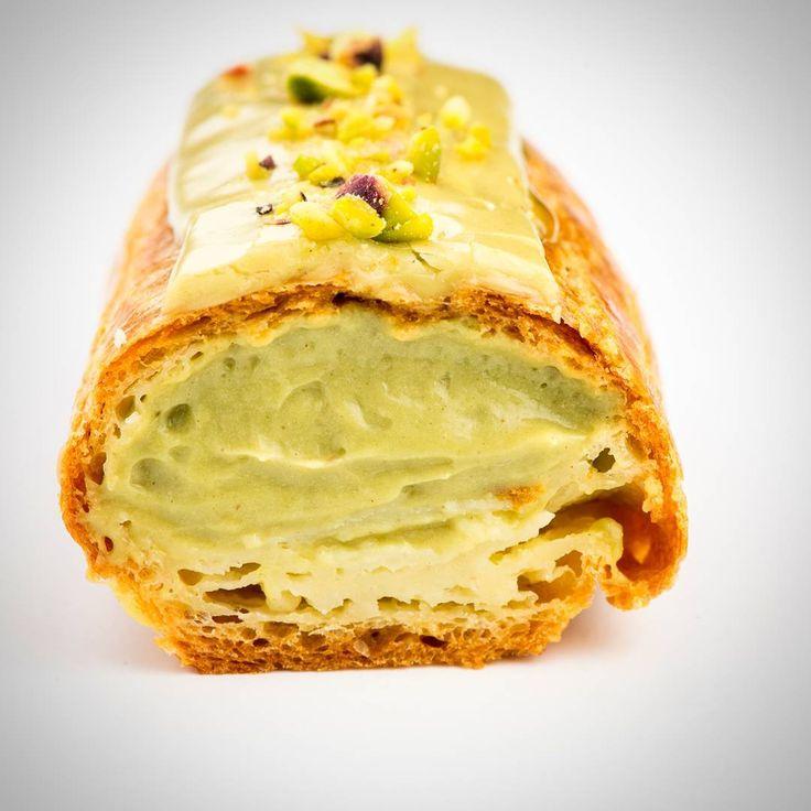 """#delicious #eclair #pistachio #sweet #yummy #food #dessert #mood #photooftheday #instafood #foodie #mariusdragnero"""