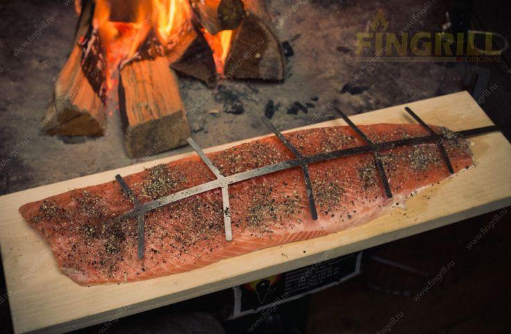 Томленый лосось на гриле барбекю FIngrill