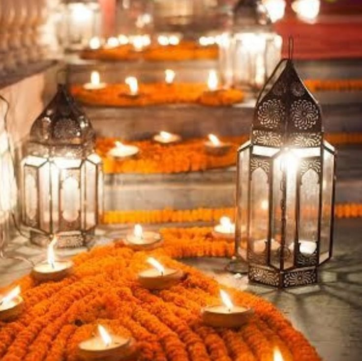 Flower patterns, candle light and lanterns. Such understated opulence!