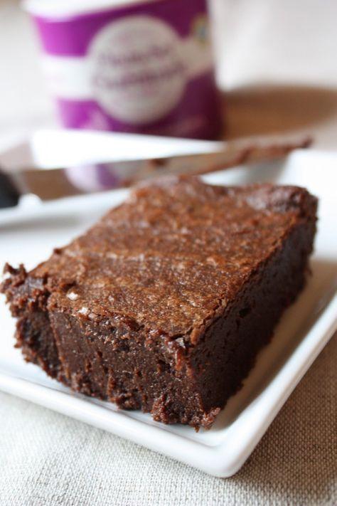 Le fondant au chocolat parfait à faire la veille Pour 6 personnes 125g de beurre 125g de sucre en poudre 200g de chocolat noir à croquer à 65% 3 oeufs 40g de farine 1 belle pincée de fleur de sel de Guérande