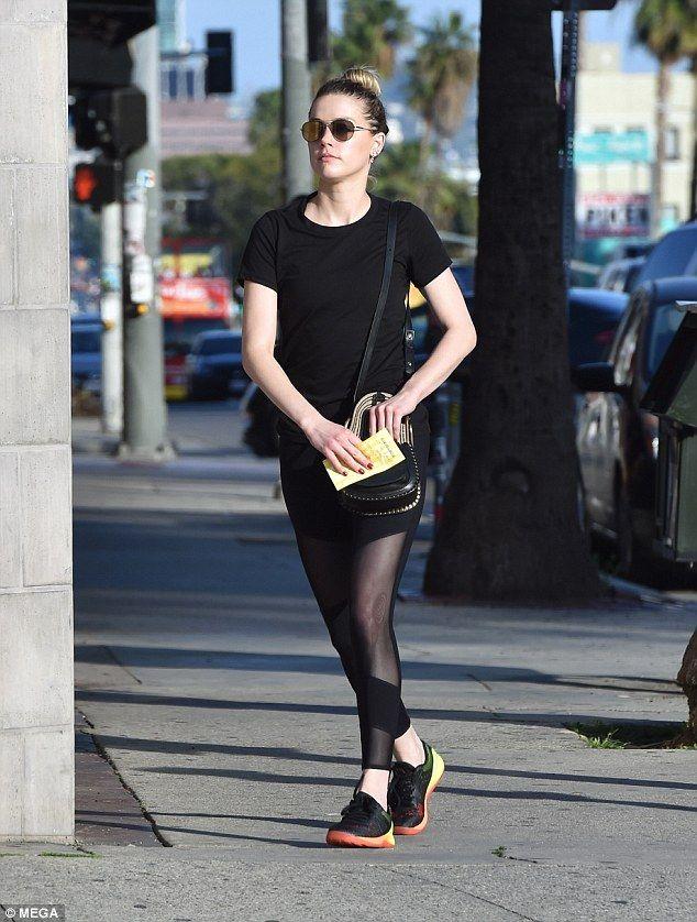 Make-up free Amber Heard dons leggings with mesh panels