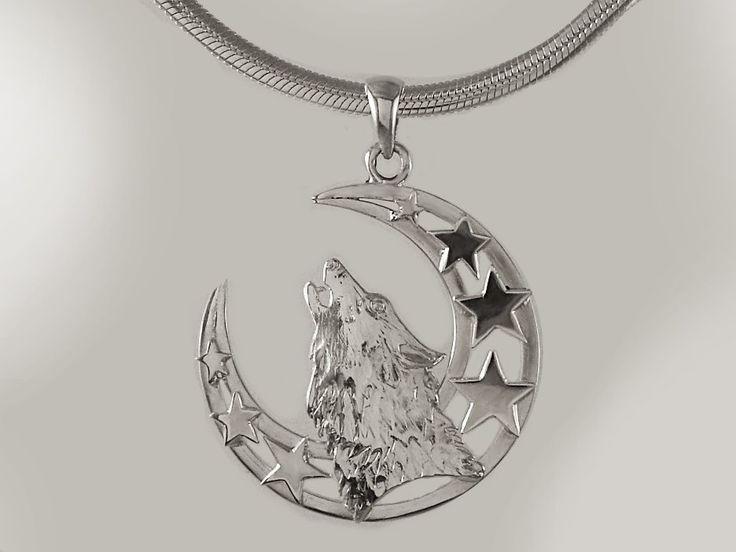 """Colgante """"Lobo blanco, luna y estrellas"""", diámetro 30 mm, hecho a mano, calado, cincelado y repujado de lamina 0.8 mm plata 950. www.harmonia.cl"""