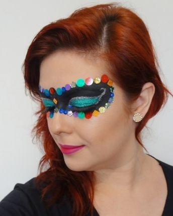 Quer inovar na fantasia de Carnaval? Que tal uma máscara feita com maquiagem? Linda e luxuosa!