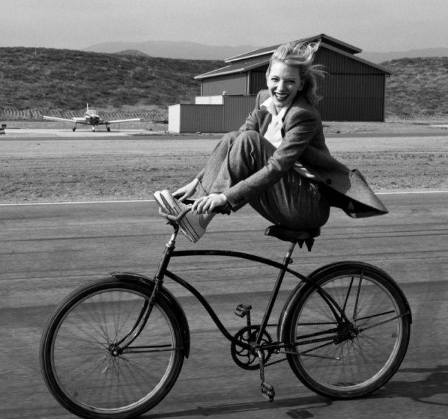 20 Evidence That the Girl on the Bike - it's Sexy, http://itcolossal.com/girl-bike-sexy/