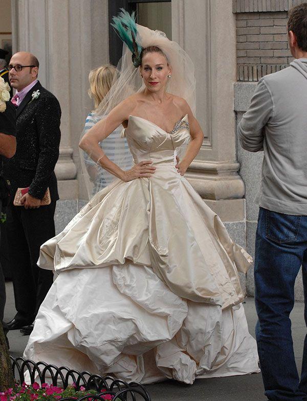 """O blog da Maria. Sarah Jessica Parker com vestido de Vivienne Westwood em """"Sexo e a Cidade"""". #casamento #vestidodenoiva"""