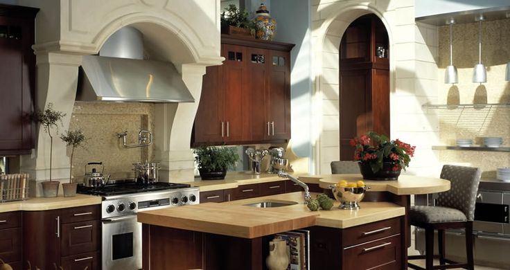 Irpinia Showcase.  Good size stove and a nice hood.  interesting center island.
