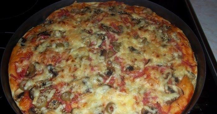 Dok kazete keks, testo za pizzu je spremno, nema mesenja, narastanja..nicega, a testo je jaaako meko, moze stati rame uz rame sa klasicn...