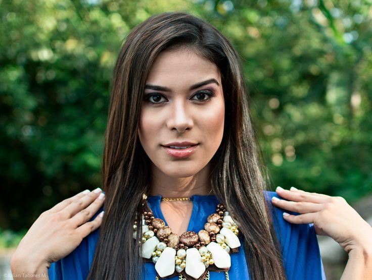 Reina Nacional del Bambuco 2015 -  Paola Joven - Caquetá