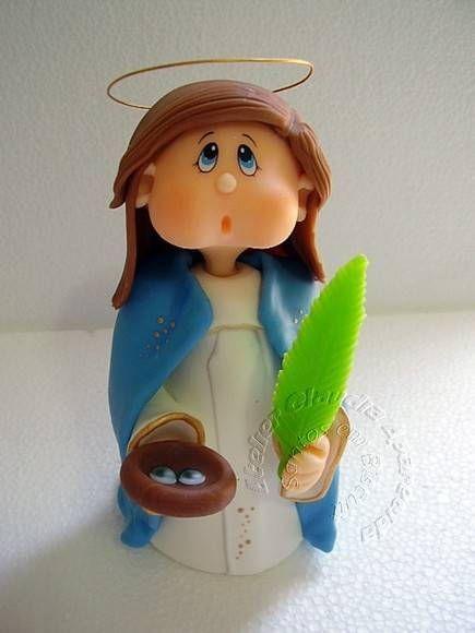 Santa Luzia modelada em biscuit com características infantis.  Elo7 - Atelier Claudia Aparecida