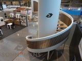 De LIXSON TRAP  Speciaal ontwerp met een grondvorm van een ellips. Dit leidt tot een zogenaamde Helix, zodat deze nog een dimensie meer heeft dan een ronde trap. Volledig hardhout met eiken treden.