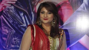 My only dream is to work with SRK: Urvashi Dholakia  Actress Urvashi Dholakia, best remembered for playing a vamp on the small screen, has confessed that her dream has been to work with big screen superstar Shah Rukh Khan.