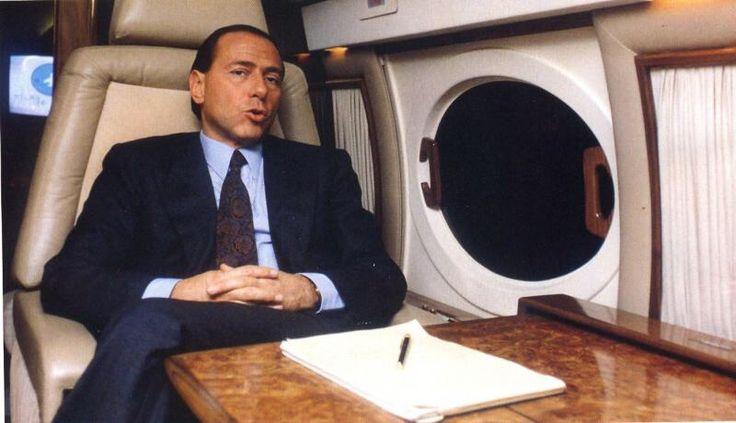 """Karácsony+előtt+került+elő+az+1992-ben+meggyilkolt+Giovanni+Falcone+bírónak+egy+feljegyzése,+amelyet+1989-ben+írt+Marino+Mannoia+""""bűnbánó""""+maffiózó+kihallgatása+idején.+A+feljegyzést+a+La+Repubblica+jelentette+meg.  """"Ciná+jó+kapcsolatban+áll+Berlusconival,+aki+20+milliót+ad+a+Gradóknak,+valamint…"""