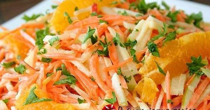 """Εξαιρετική συνταγή για Λαχανοσαλάτα με πορτοκάλι. Μια δροσερή σαλάτα, που όμως """"φοριέται"""" όλες τις εποχές! Λίγα μυστικά ακόμα Τη σαλάτα αυτή την επινοήσαμε μια μέρα με τον πατέρα μου, ο οποίος ήταν μάγειρας. Από τότε, δεν λείπει από κανένα μας γιορτινό τραπέζι κι οι φίλοι και οι συγγενείς μας ξετρελαίνονται γι' αυτήν."""