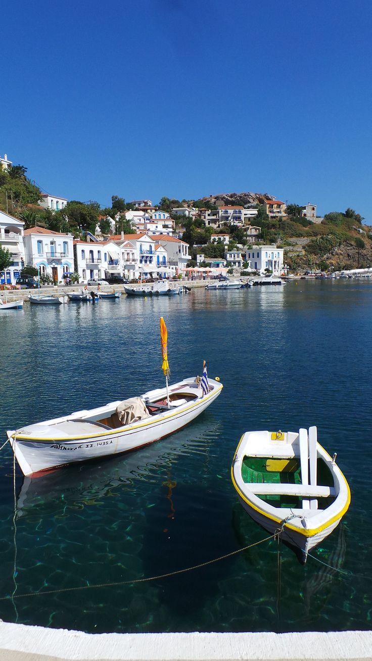 Yakın uzaklardan Ikaria Adası. Böyle söylememin nedeni ada olarak kıyılarımıza çok yakınken ulaşım olarak 2 feribot seferi gerektirmesi. Kuşadası'ndan sabah 09:00'dakalkan feribot ile …