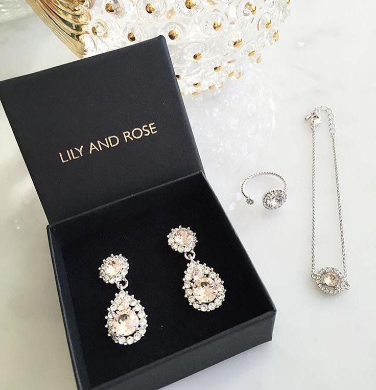 """Älskar både örhänge och ring. i färgen """"silk"""" http://www.lilyandrose.se/sofia-orhange-silk"""